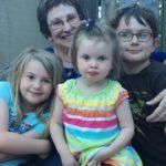 minalee-with-grandchildren-8_16